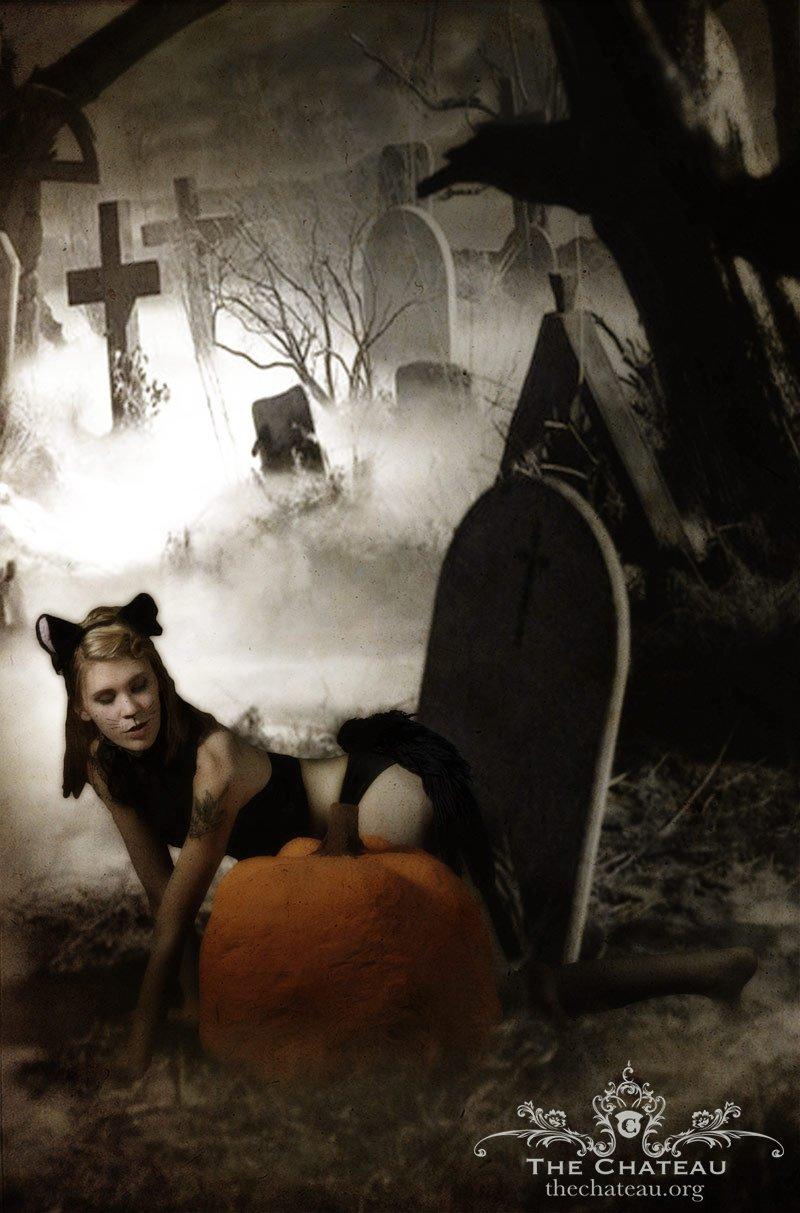 Lulu Kitty's Halloween Shoot! post thumbnail